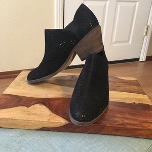 Vince Camuto Derindia boots